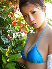 Nana Kasai shows spicy curves in bath suits in the nature